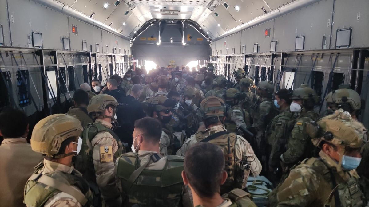 Embarque de soldados españoles final de evacuación en Afganistán 27-08-2021